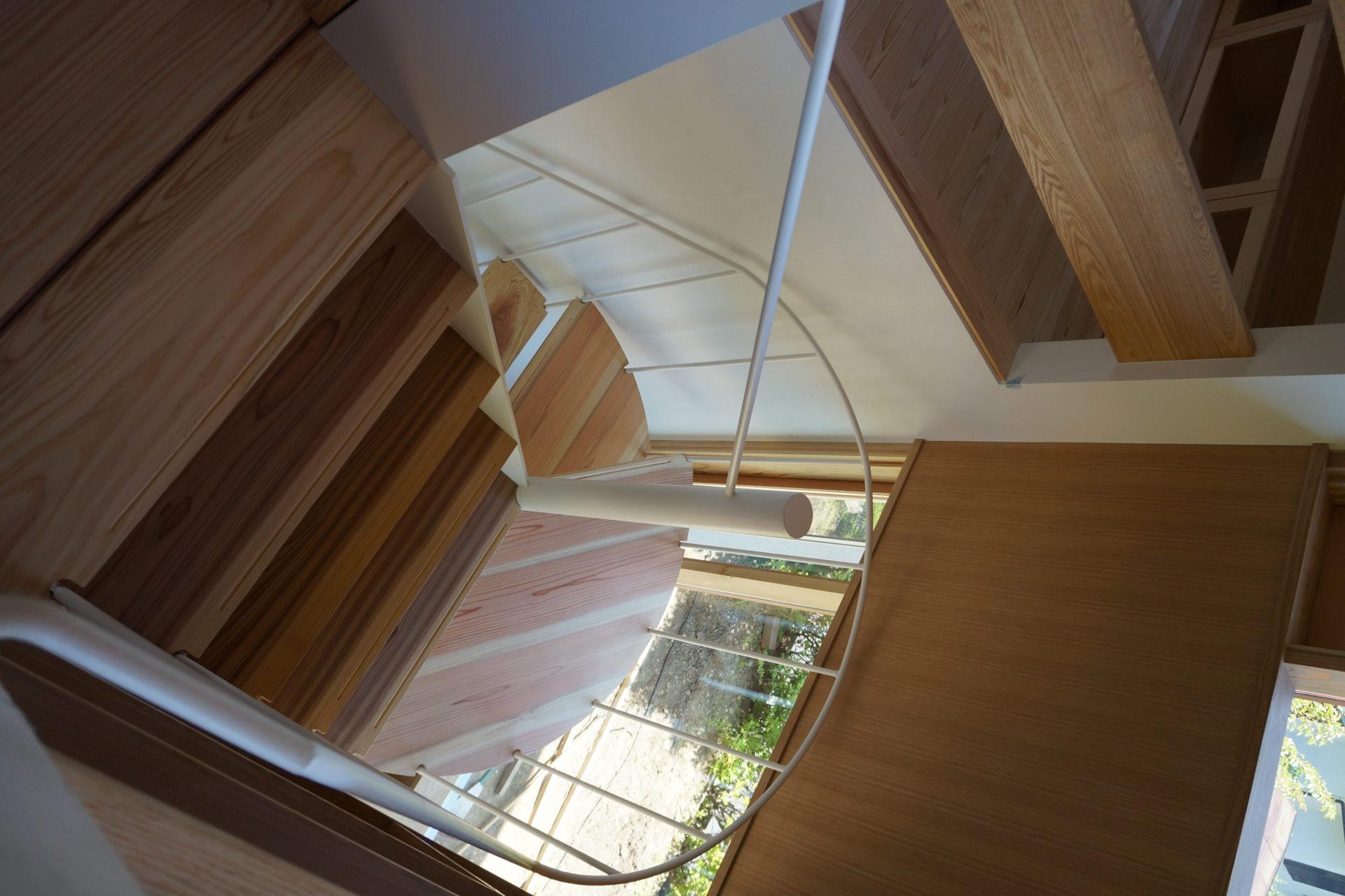 方形の家 らせん階段/Mアトリエ