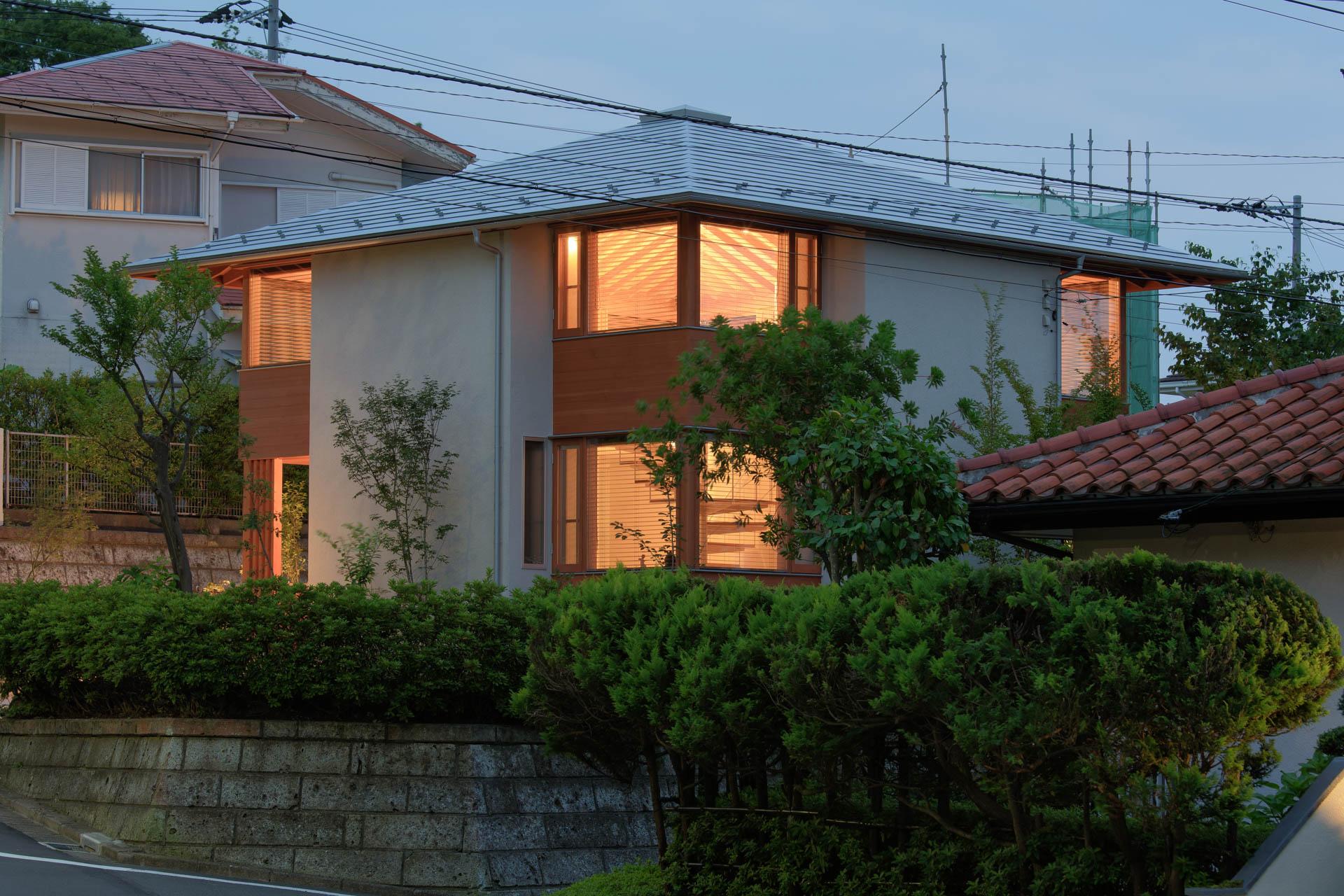 方形の家 夕景/Mアトリエ