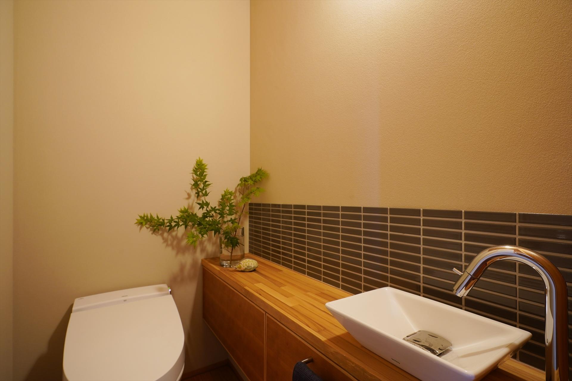 一宮の家・落ち着きのトイレ/Mアトリエ