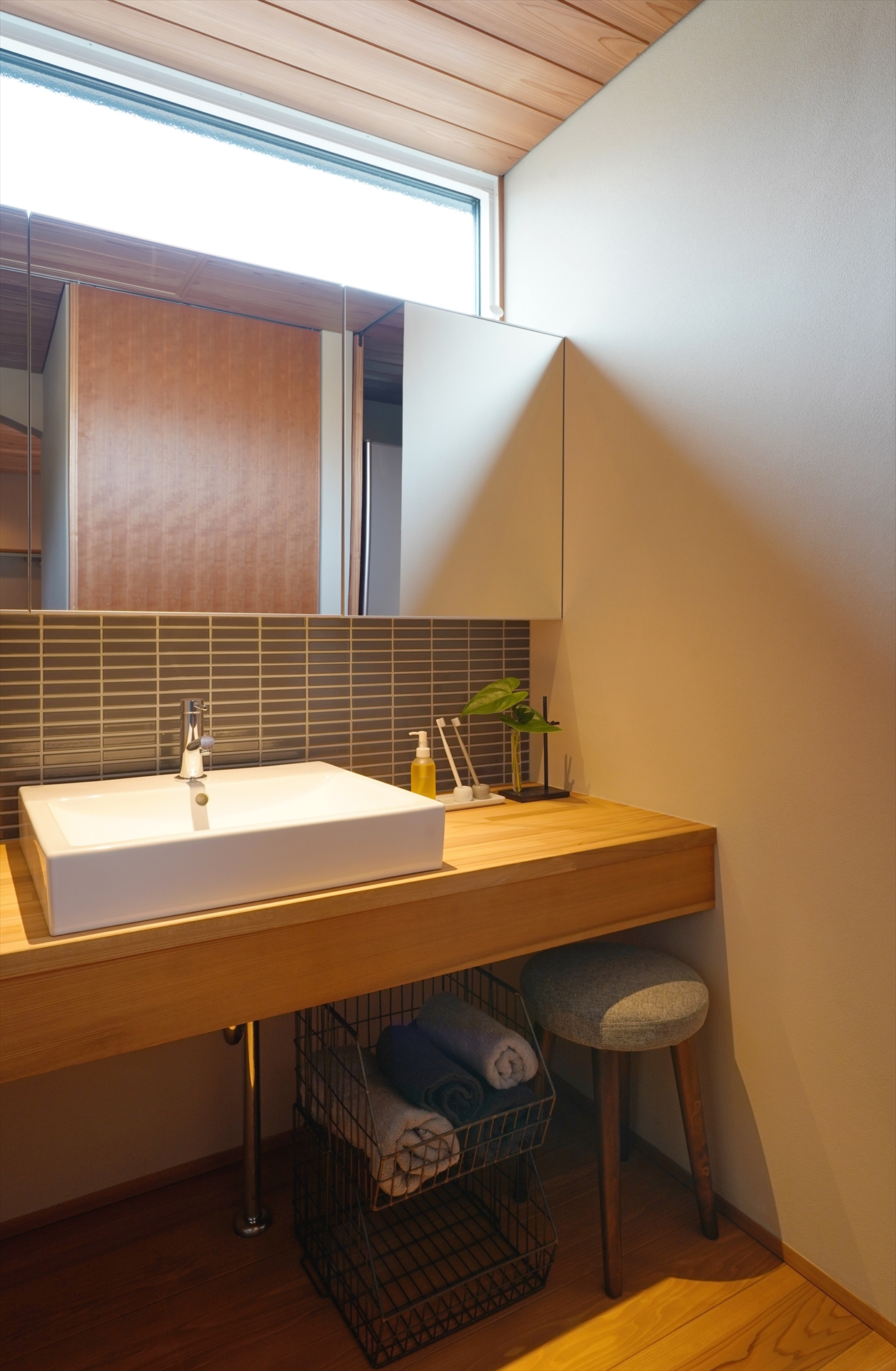 一宮の家・高窓のある洗面室/Mアトリエ