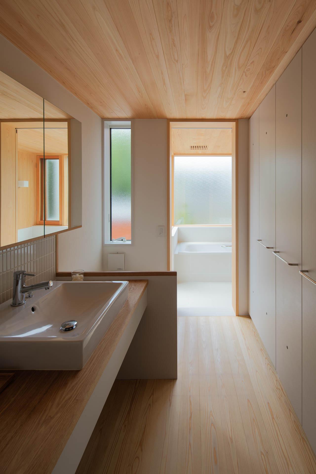 方形の家 洗面室/Mアトリエ