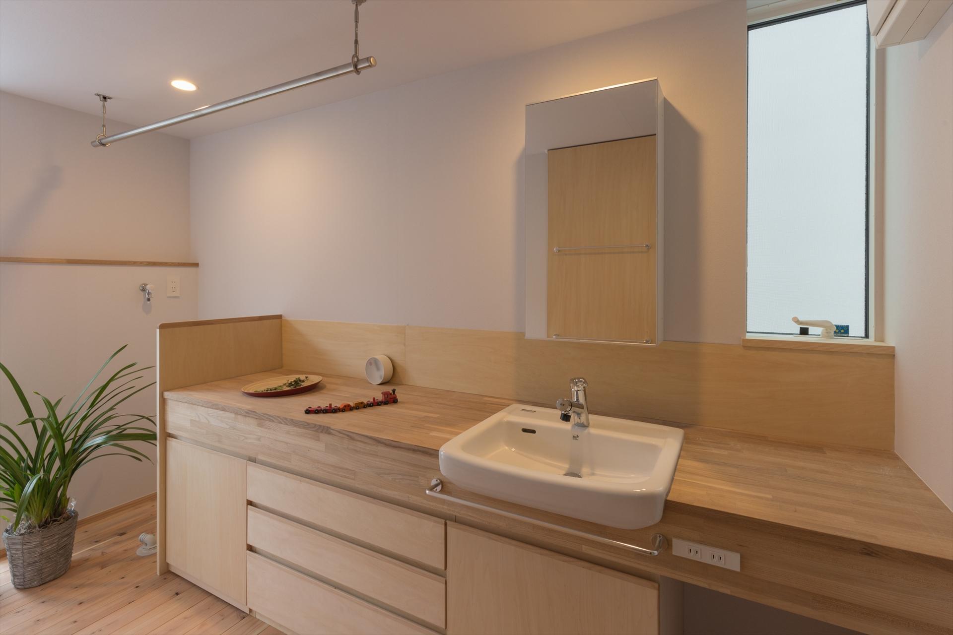 葉山の家 洗面室/Mアトリエ
