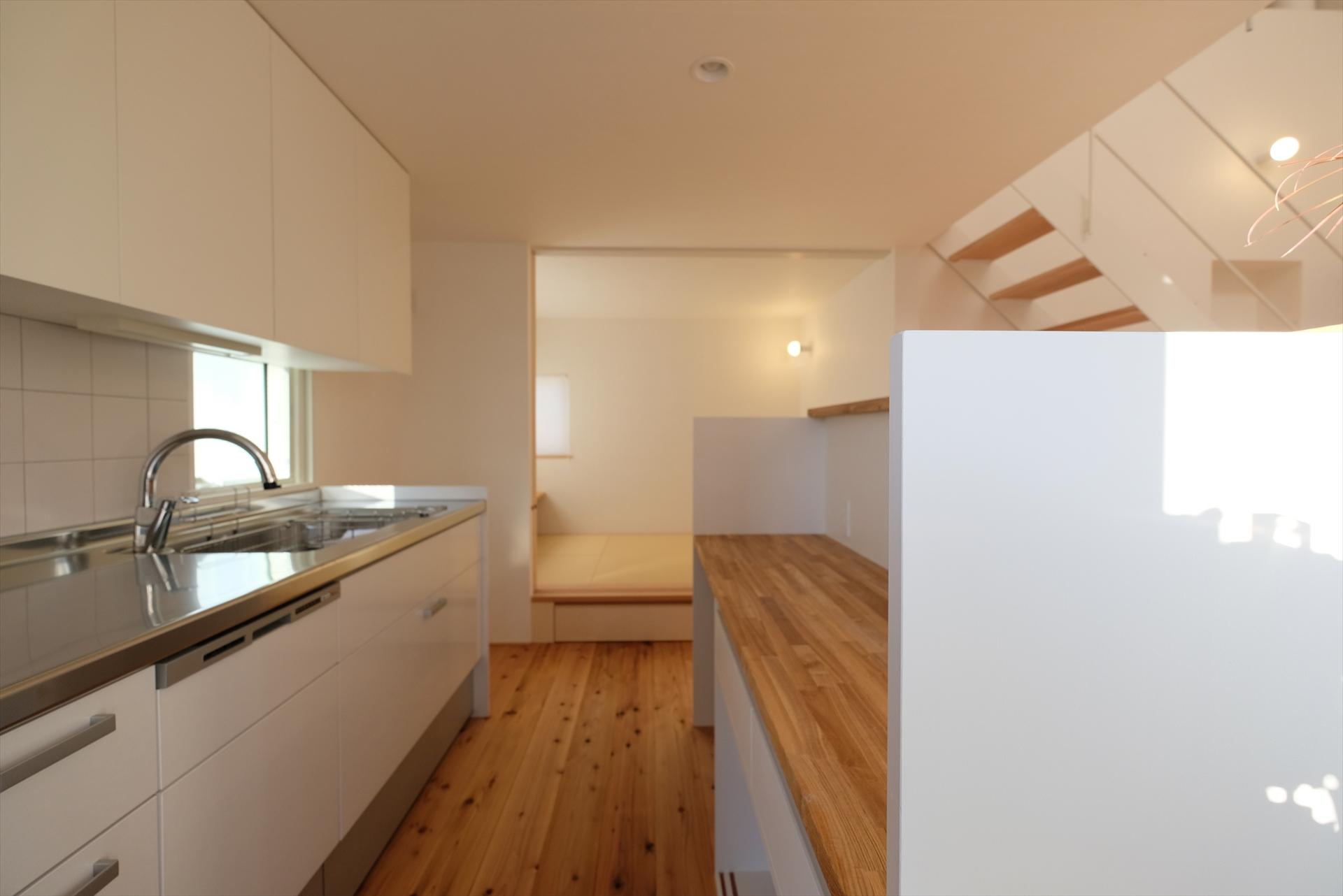 裾野の家 キッチン/Mアトリエ
