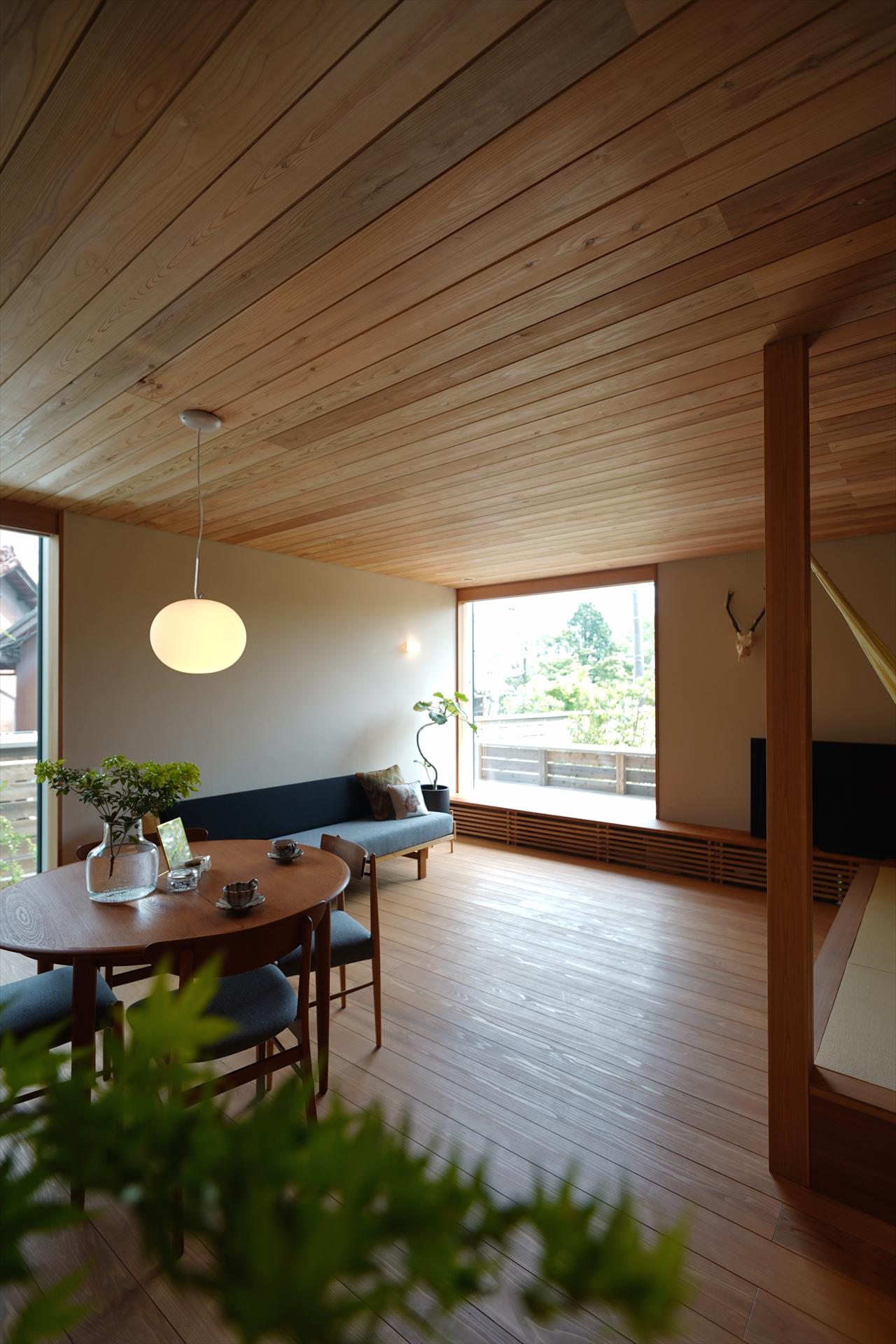 一宮の家・緑あふれる窓辺/Mアトリエ